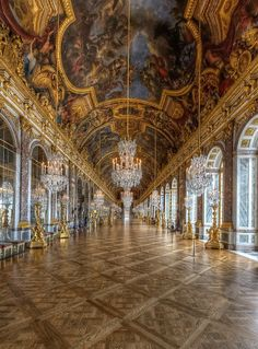 Hall of Mirrors, Versailles Palace overlooks the beautifully maintained grounds. The Treaty of Versailles was signed here. (More useless trivia in my head! Baroque Architecture, Beautiful Architecture, Beautiful Buildings, Beautiful Places, Chateau Versailles, Palace Of Versailles, Hermitage Museum, Oh The Places You'll Go, Scenery
