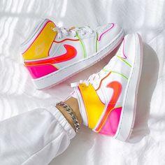 Sneakers Fashion, Fashion Shoes, Shoes Sneakers, Footwear Shoes, Nike Fashion, Style Fashion, Jordan Shoes Girls, Girls Shoes, Jordan Sneaker