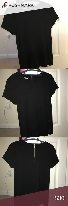 BARBOUR INTERNATIONAL BLACK SHORT SLEEVE TOP BARBOUR INTERNATIONAL BLACK SHORT SLEEVE TOP / size US 4, UK 8 (fits like a Small) / has a zipper in the back so easy to put on / stretchy, comfortable / quilted detailing on the shoulders / from international collection from Barbour / no longer sold / selling for $30 price negiotable! Barbour Tops Tees - Short Sleeve