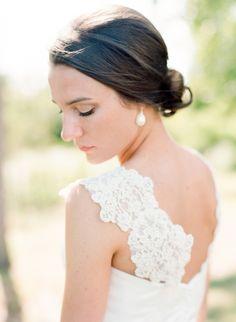 Soft & pretty bridal makeup: http://www.stylemepretty.com/north-carolina-weddings/belhaven/2015/08/31/coastal-elegance-inspired-wedding-in-north-carolina/ | Photography: Faith Teasley - http://faithteasley.com/