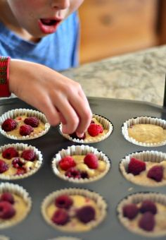 Fresh raspberry muffins are the new blueberry muffin! Fresh raspberries, vanilla bean and a crunchy, sugary topping make these the ideal muffin for spring. Raspberry Muffins, Blue Berry Muffins, Blueberry, Muffin Recipes, My Recipes, My Favorite Food, Favorite Recipes, Best Food Ever, The Fresh