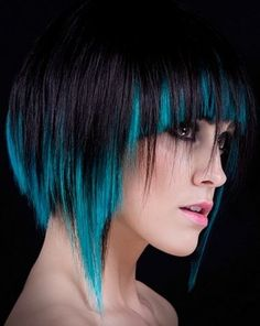 2 toned hairstyle. Can be obtained by bleaching the very lower part of the middle layer of hair/razoring the ends or obtained through the use of already dyed extensions, youd just have to trim them to suit your hairstyle <3 Love the contrast here!