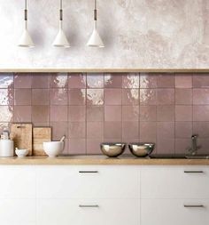 Pink Kitchen Walls, Kitchen Wall Tiles, Kitchen Redo, New Kitchen, Kitchen Remodel, Küchen Design, House Design, Modern Design, Pink Tiles