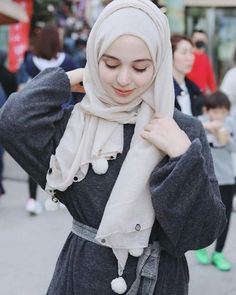 Hijab Style Dress, Hijab Chic, Hijab Outfit, Arab Girls Hijab, Muslim Girls, Beautiful Muslim Women, Beautiful Hijab, Hijabi Girl, Girl Hijab