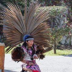Me dedico a la producción, organización y dirección de espectáculos de danza azteca-mexica