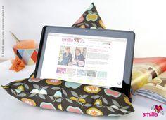 Surfen & Glotzen mit dem Tablet im Bett ist doch am schönsten. Das Problem: irgendwie muss man das Ding in Position bringen. Hier kommt die geniale Lösung: das Tablet-Kissen.
