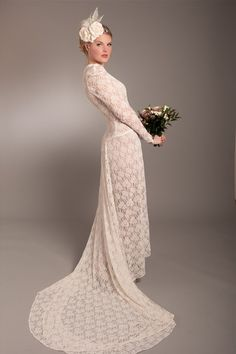 I ADORE lace in any form or fashion <3 lace fitted vintage gown