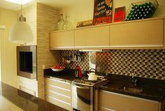 1- Achei incrível esse projeto sofisticado e moderno da cozinha pequena com churrasqueira de alvenaria com pastilhas e frontal de pedr... Bbq, Barbecue Area, Estilo Art Deco, Old Antiques, Sweet Home, Kitchen Cabinets, Design, Inspiration, Sandro