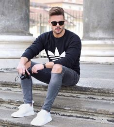 Men's Jackets For Every Occasion. Photo by Menswear Market Jackets are a must-have in the cold weather but it can also be used to accessorize an outfit. Retro Mode, Mode Vintage, Fashion Tips For Women, Mens Fashion, Fashion Guide, Street Fashion, Fashion Trends, Stylish Men, Men Casual