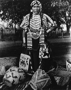 Yakama woman named George-Frances Dick, Washington, 1907 Native American Baskets, Native American Photos, Native American Tribes, Native American History, American Symbols, Indian Tribes, Native Indian, Women Names, American Apparel