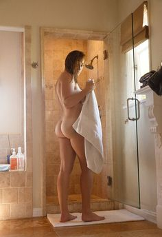 Hot Nude Girls In Shower Pics and Beautiful Naked Women