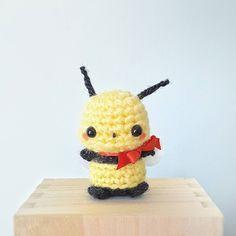 Hello Bee!  #amigurumi #crochet #amiamore #handmade #etsyshop #bumblebee #cute #crochetersofinstagram #amigurumiaddict by ami.amore