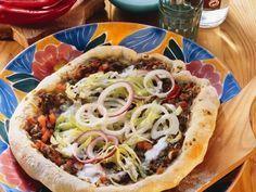Hackfleisch-Pizza mit Lammhack und Zwiebeln  