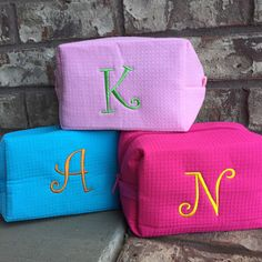 What FUN colors in this monogrammed cosmetic bag at Mayfair Monogram!  Reminds me of summer!  ☀️