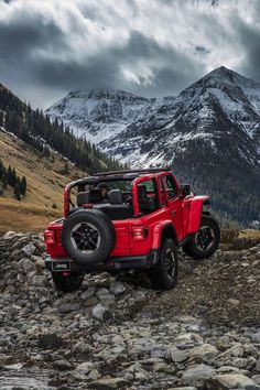 Road & Track got an in-depth, up-close look at the new Jeep Wrangler Rubicon and Here's every detail you want to see. Jeep Jl, Jeep Cars, Jeep Truck, Ford Trucks, Jeep Wrangler Rubicon, Jeep Wrangler Unlimited, Jeep Wallpaper, Iphone Wallpaper, Jeep Photos