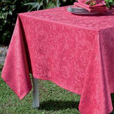 Garnier Thiebaut - Mille Charmes Framboise: ein warmer Rotton für Uni-Fans von schöner, klassischer Tischwäsche.    Sie geben Ihre Tischmaße ein und unser Tischdeckenkonfigurator berechnet Ihre persönliche Tischdecke.   Wählen Sie aus herrlichen Stoffen (abwaschbar oder reine Baumwolle) Ihren Favoriten. Nichts Passendes gefunden?   Rufen Sie uns an unter Tel. (0281) 24173 und wir machen es passend! Sie sind sich in der Farbwahl nicht sicher?   Gerne senden wir Ihnen Stoffmuster zu