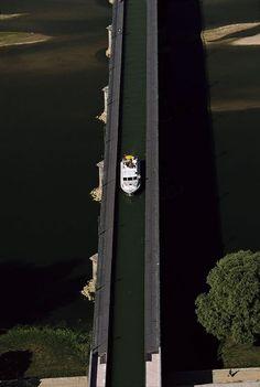 Le pont-canal de Briare vu du ciel. Briare is 159 km S.E. of Paris - 1 hr. 40 min. drive -
