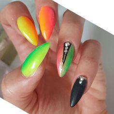 """Polubienia: 332, komentarze: 4 – Unique patterns (@boskiepaznokcie) na Instagramie: """"#niemoglamsiezdecydowac #na #kolor #neon #neonails #nails #neonowe #paznokcie #neonowepaznokcie…"""""""