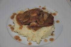 FOTORECEPT: Hovädzia roštenka na víne Mashed Potatoes, Pork, Beef, Breakfast, Ethnic Recipes, Whipped Potatoes, Kale Stir Fry, Meat, Morning Coffee