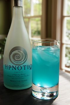 The Bimini Escape, a blue cocktail recipe that's the color of the ocean using rum and Hpnotiq, a liqueur made with exoctic fruits, cognac, and vodka. | Sumptuous Living | http://sumptuousliving.net/cocktail-fridays-biminy-escape/