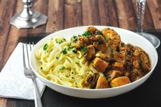 Spaetzle with . - Spaetzle with chicken and mushroom cream sauce - Mushroom Cream Sauces, Mushroom Recipes, Healthy Eating Tips, Healthy Nutrition, Clean Eating, Spatzle, Vegetable Drinks, Food Menu, Couscous