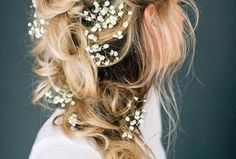 Read information on bride hairstyles - DIY Hochzeit Frisuren Summer Wedding Hairstyles, Wedding Hairstyles Half Up Half Down, Bohemian Wedding Hair, Diy Wedding Hair, Messy Bun Hairstyles, Bride Hairstyles, Bridesmaid Hair Half Up Braid, Bun With Curls, Braided Half Up