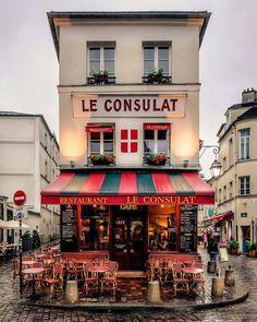 Le Consulat Café: a historic coffee house in the heart of Montmartre, Paris, France Montmartre Paris, Paris Paris, Rainy Paris, Paris Chic, Paris Love, Restaurant Paris, Restaurant Guide, Corner Restaurant, Best Restaurants In Paris