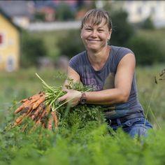 Hast du gewusst, dass wenn man #Karotten mit einem Lächeln erntet, sie gleich doppelt so #gut #schmecken? Danke, Flori 🙂 Carrots, Thanks, Things To Do, Knowledge, Simple