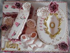 Ladies birthday cake with roses - Cake by Dee 70th Birthday Ideas For Mom, Birthday Cake For Mum, Birthday Msgs, Birthday Cake Roses, 90th Birthday Cakes, Beautiful Birthday Cakes, 70th Birthday Parties, Birthday Cakes For Women, Gorgeous Cakes