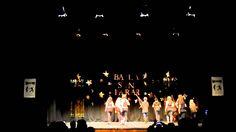 Grupo baile moderno baila sin parar Umbrella