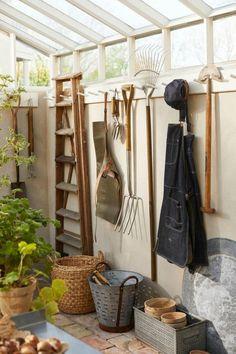 Backyard Greenhouse, Greenhouse Plans, Backyard Sheds, Homemade Greenhouse, Cheap Greenhouse, Portable Greenhouse, Garden Sheds, Garden Shed Interiors, Greenhouse Interiors