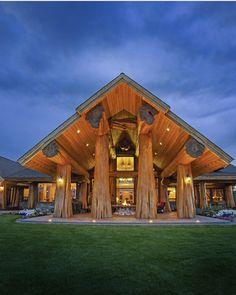 luxury cabin - outdoor space (Prosperity Ridge Home - Pioneer Log Homes of BC) Small Log Cabin, Log Cabin Homes, Timber Frame Homes, Timber House, Blue Ridge Log Cabins, Log Home Living, Log Home Designs, Cedar Log, Log Home Decorating