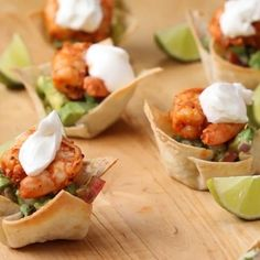 Appetizer Recipes Discover Shrimp Cups With Chunky Avocado Salsa This particular recipe is one of my favourite cause i love when a recipe includes sea foods and healthy fruits. Its easy to make and taste just amazing. Shrimp Recipes, Appetizer Recipes, Mexican Food Recipes, Seafood Appetizers, Shower Appetizers, Food Shrimp, Tasty Videos, Food Videos, Healthy Fruits