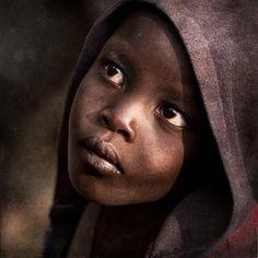 ♀ Portrait face of a young Twa boy in Muramvya Province, Burundi.