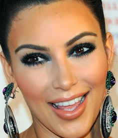 kim-kardashian-makeup-green