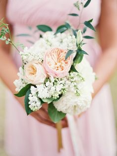 peach and pink garden rose bouquet Photography: Laura Gordon Photography - www.lauragordonphotography.com  Read More: http://www.stylemepretty.com/2014/06/16/laid-back-glamour-in-charlottesville-virginia/