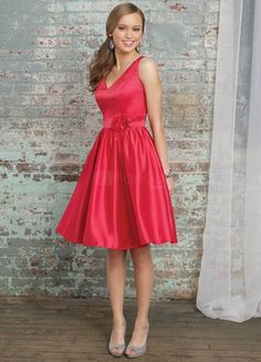 Gorgeous Red Satin V-neck Knee Length Cocktail Dress
