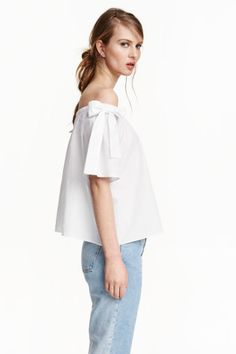 H&M off the shoulder top bow tie blouse US 2 4 XS S shirt Trend white cotton Blouse Ample, Bow Tie Blouse, S Shirt, Cotton Blouses, Lady, Fashion Online, Ideias Fashion, What To Wear, Fashion Outfits