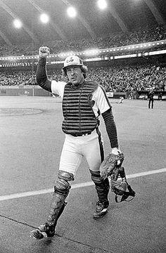 Gary Carter, the Smiling Face of the Montreal Expos - The New York Times Expos Baseball, Baseball Playoffs, Baseball Boys, Baseball Stuff, Baseball Jerseys, Baseball Cards, Ny Mets, New York Mets, Baseball Videos