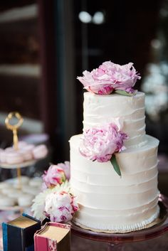 White #weddingcake PLUS #peonies = PERFECTION!!! @blisseventsid always has something amazing in store. blissevents.net by Stephanie Mballo.