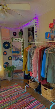 Indie Bedroom, Indie Room Decor, Cute Room Decor, Room Design Bedroom, Room Ideas Bedroom, Chambre Indie, Chill Room, Retro Room, Pastel Room