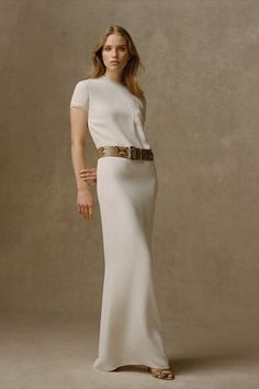 A column of white silk, the Gerald Silk Marocain Evening Dress balances sophistication and subtlety, recalling raw hewn marble. Crafted from mulberry silk marocain, it features finely puffed sleeves. Discover more from Collection Pre-Fall 2021. Ralph Lauren Looks, Ralph Lauren Style, Ralph Lauren Collection, Fashion 2020, Fashion Show, Girl Fashion, Fashion Looks, Fashion Design, Fashion Ideas