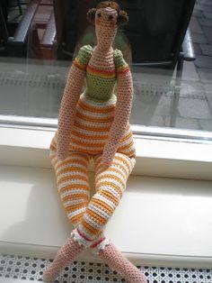 * Part 2 Arms and legs tutorial - Inge's Creaties: Deel armen en benen Crochet Doll Clothes, Knitted Dolls, Crochet Dolls, Crochet Toys Patterns, Stuffed Toys Patterns, Love Crochet, Knit Crochet, Crochet African Flowers, Needle Tatting