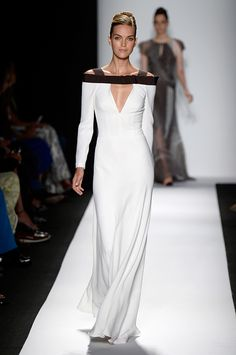 See Every Look From Carolina Herrera's Feminine Spring 2014 Collection Quirky Fashion, Timeless Fashion, Love Fashion, Fashion Looks, Fashion Design, Ny Fashion Week, New York Fashion, Carolina Herrera, Couture Fashion