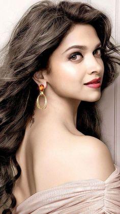 Deepika Padukone adopted a Maharashtrian village 'Ambegaon'. Bollywood Girls, Bollywood Stars, Bollywood Celebrities, Indian Celebrities, Beautiful Girl Indian, Most Beautiful Indian Actress, Beautiful Actresses, Beauty Full Girl, Beauty Women