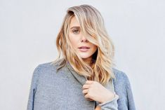 Olsens Anonymous Blog Elizabeth Olsen Mark Townsend Hair Stylist The Row Wavy Long Bob Hair Beauty Close Up Grey Wool Coat