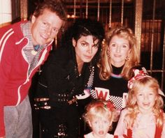MJ and the Hilton Family, Richard, Kathy and little girls Paris and Nicky on the set of the Bad Video in the Bronx November 1986