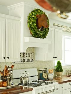 Lovely kitchen decor.