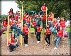 Great Tips For Soccer Players And Afficionados Softball Team Photos, Cheerleading Pictures, Softball Pictures, Team Pictures, Football Cheer, Football Program, Baseball, Outdoor Family Photography, Photography Ideas