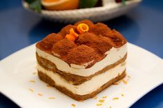 What dessert could ever beat this Tiramisu recipel? In English the name means pick-me-up and that is exactly what this delicious treat will do. Tiramisu Recipe, Tiramisu Cake, Famous Desserts, Most Popular Desserts, Tiramisu Original, No Bake Desserts, Dessert Recipes, Yummy Treats, Desserts